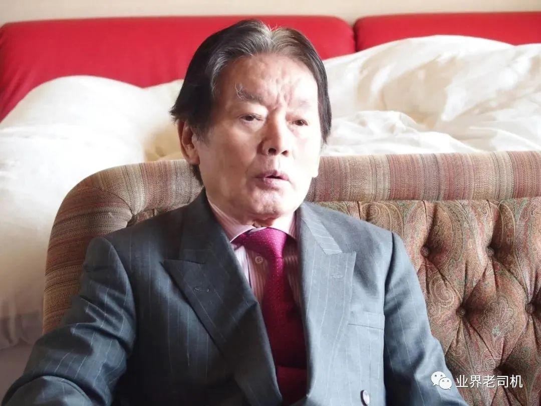 日本77岁富豪娶22岁AV女优三个月后就暴毙,曾自爆交往4000名美女,如今妻子被捕了!